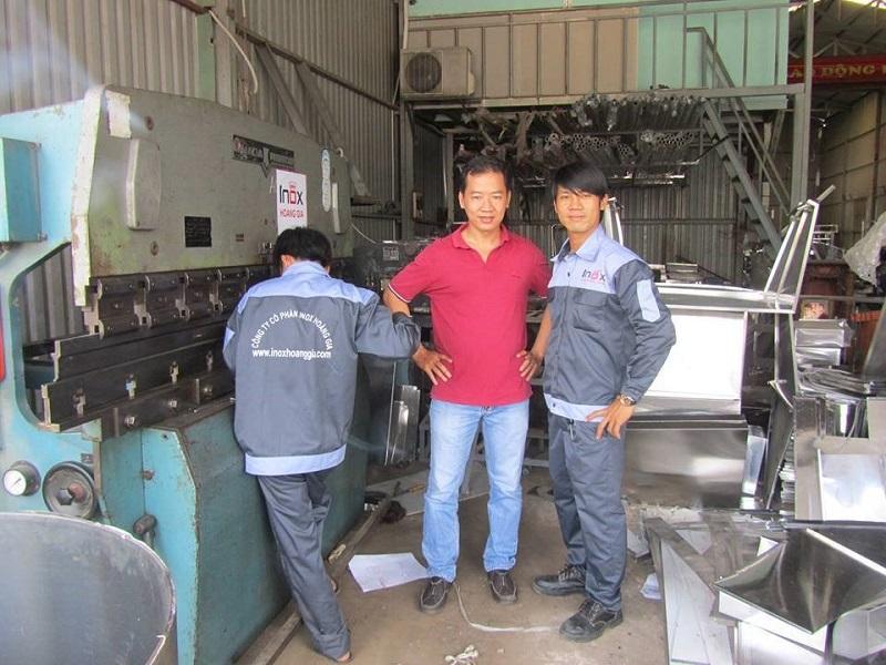 Hệ thống máy móc – máy chấn CNC đảm bảo độ chính xác tối ưu khi sản xuất xe nước mía.