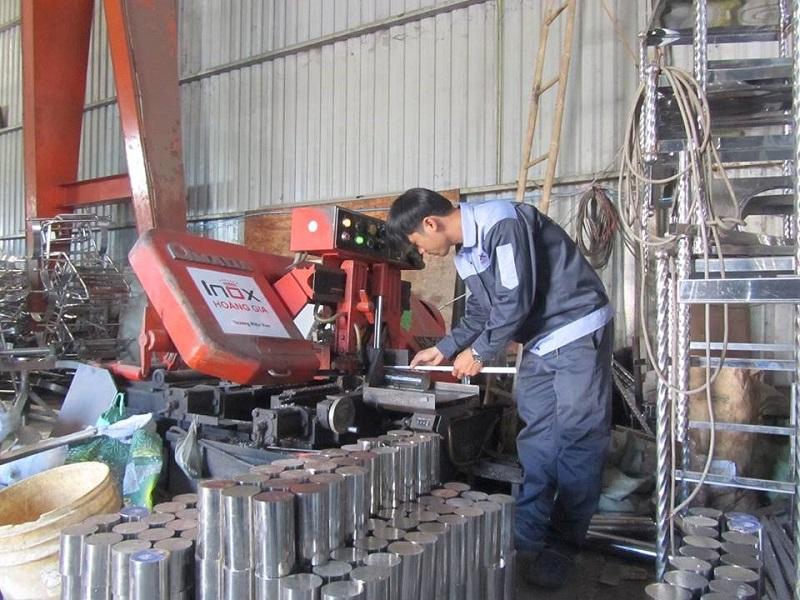 Máy cưa lap thương hiệu AMADA của Nhật để làm trục ép máy ép nước mía giá sỉ